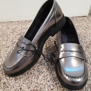 Arizona Jean Co Russell Shiny Pewter Loafers sz 8M